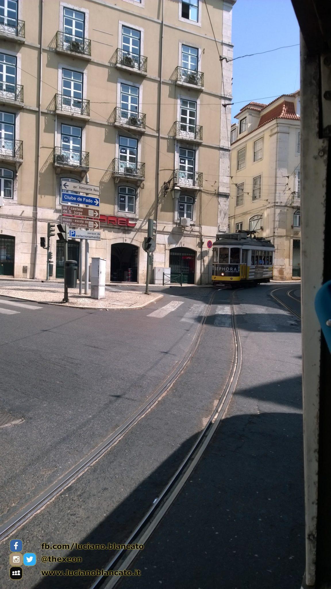 Lisbona - tram in arrivo