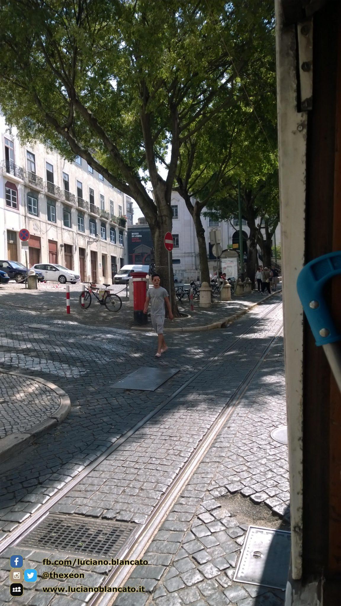 Lisbona - Piazza davanti al Museu Antonio Museu de Lisboa - Santo António