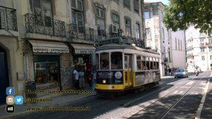 Lisbona - tram fermo alla fermata