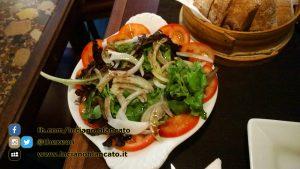 Lisbona - Insalata, pomodoro, cipolla e aceto balsamico... spettacolare!!!