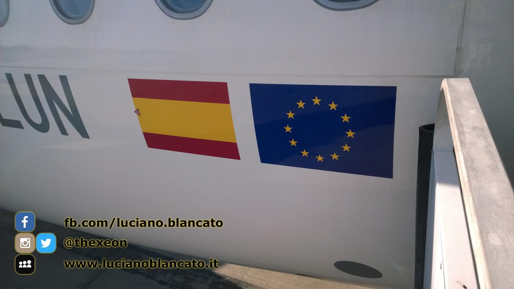 Lisbona - Vueling Airbus - a320 - dettaglio bandiere