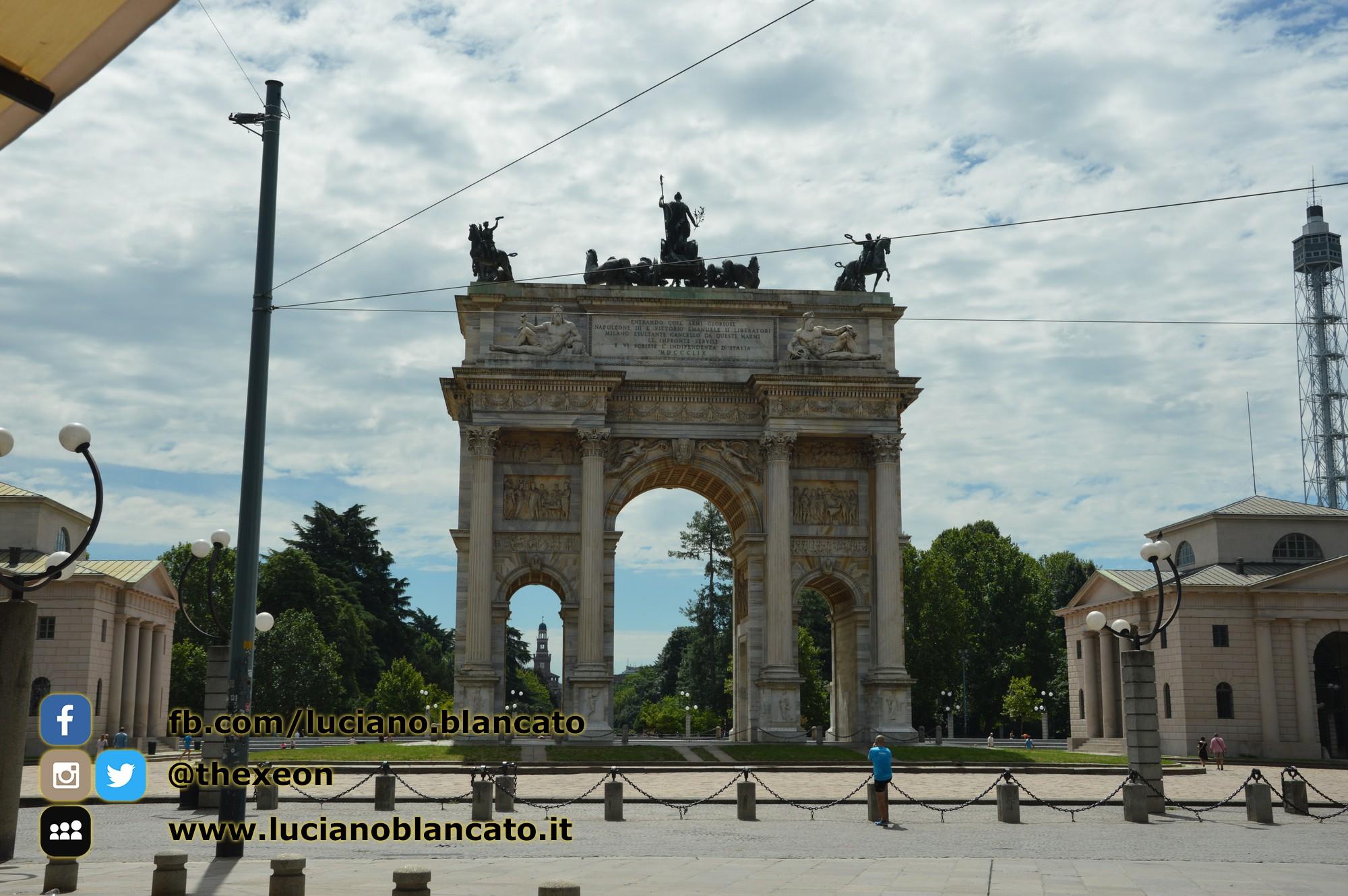 copy_1_Milano - Arco della pace con vista su Castello sforzesco