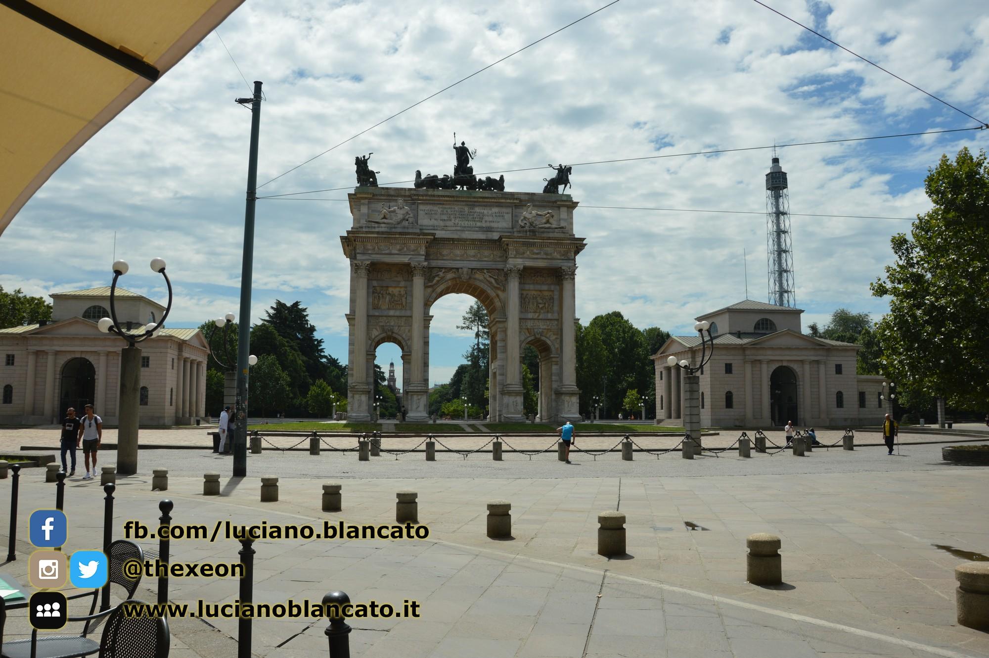 copy_2_Milano - Arco della pace con vista su Castello sforzesco