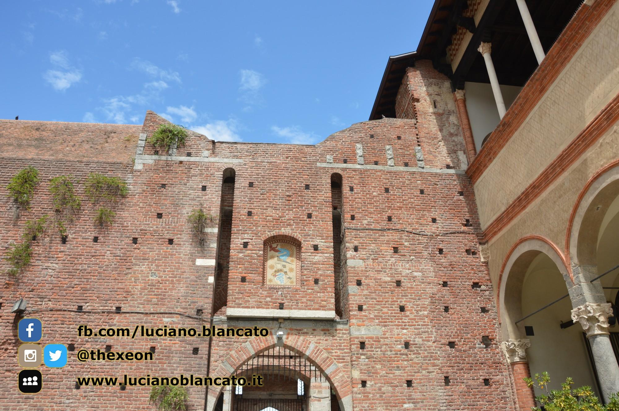 copy_6_Milano - Castello sforzesco - cortili interni