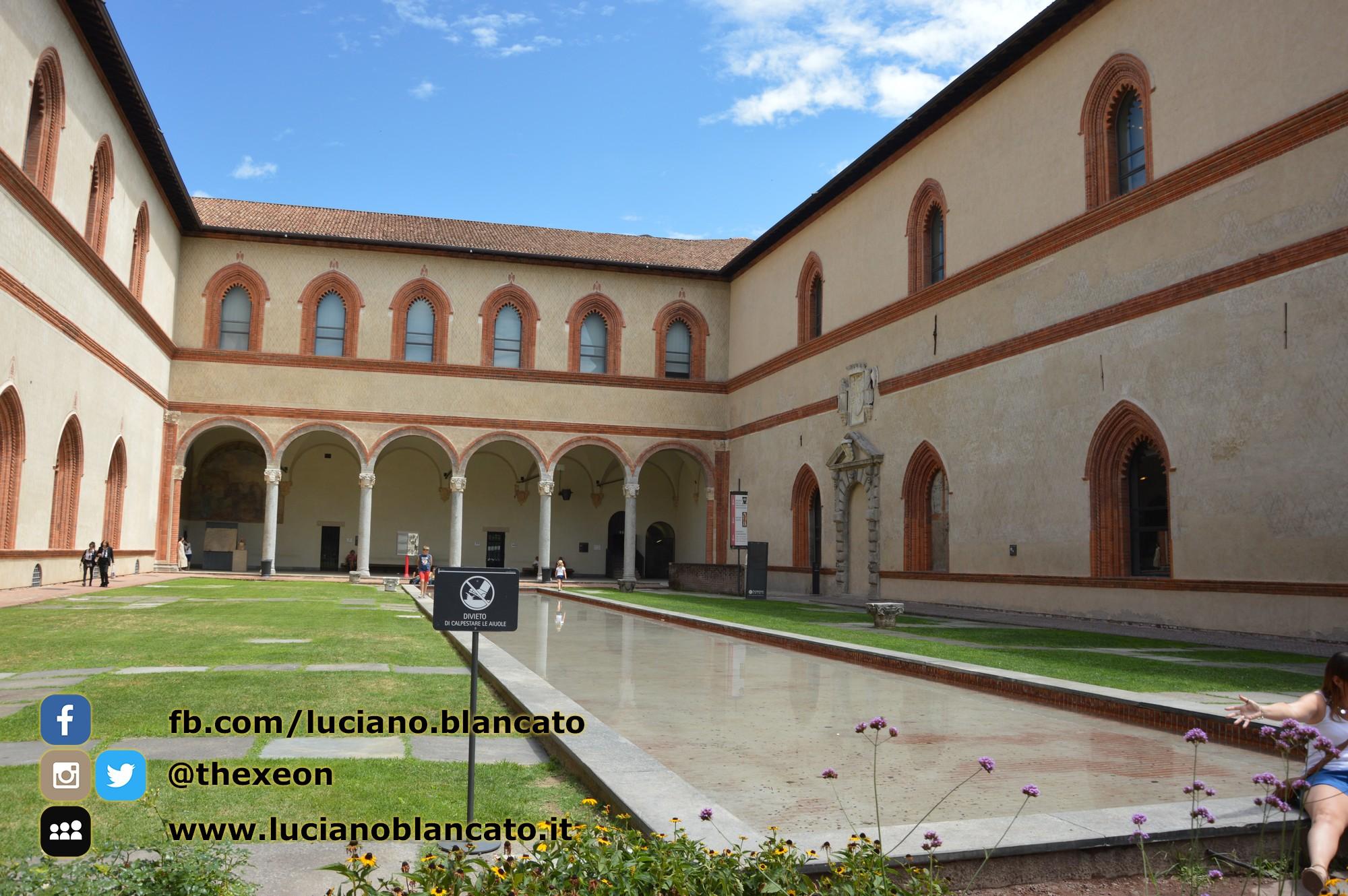 copy_8_Milano - Castello sforzesco - cortili interni