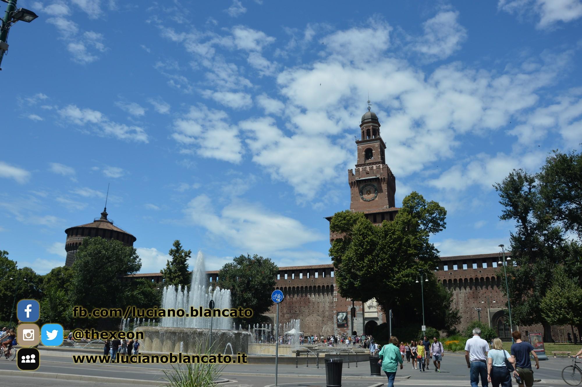 copy_1_Milano - Castello sforzesco - Piazza del castello