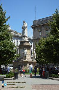 Milano - monumento a Leonardo Da Vinci