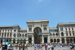 copy_Milano - ingresso galleria Vittorio Emanuele II lato duomo