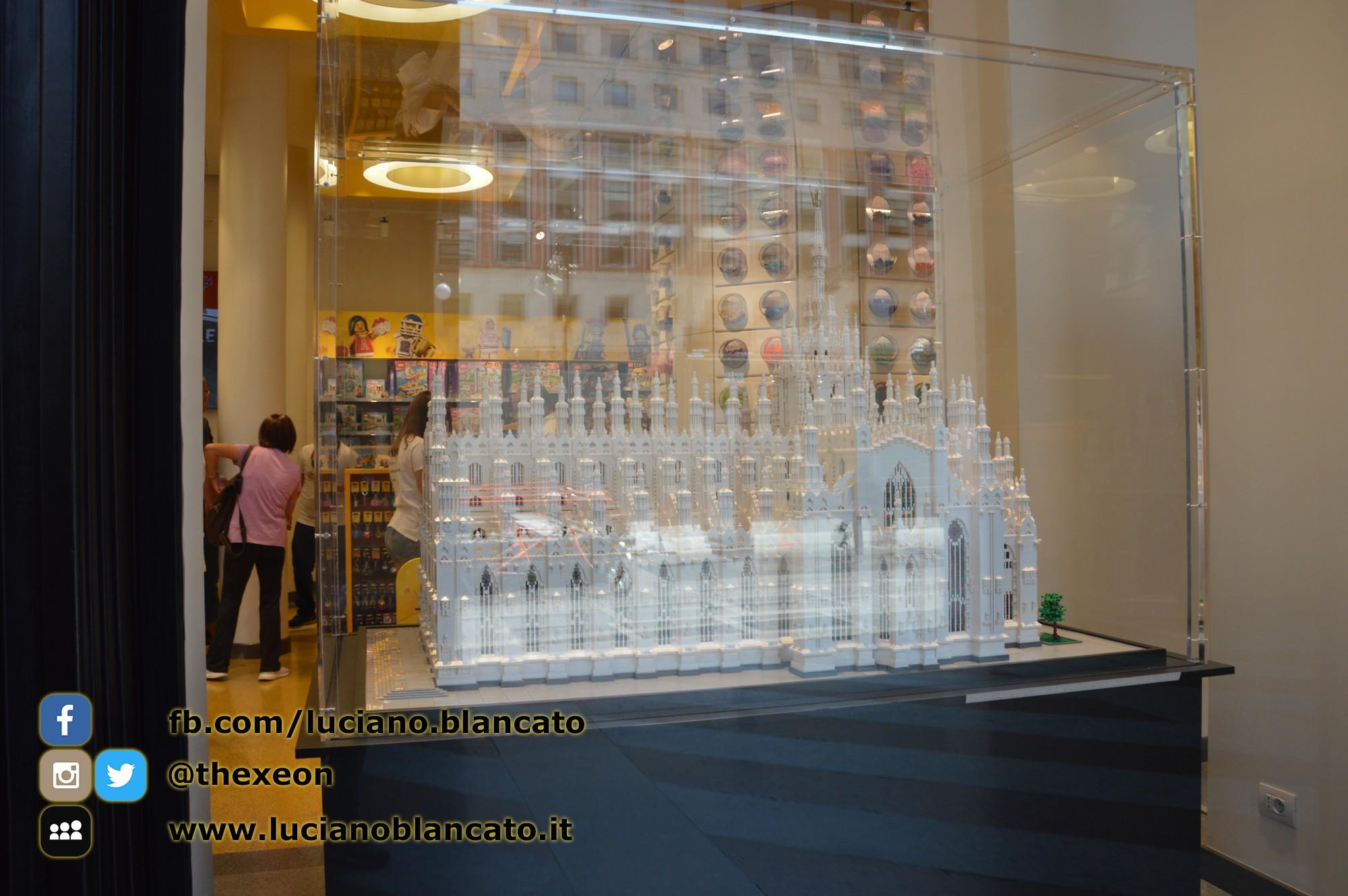 Milano - Lego Store - riproduzione DUOMO