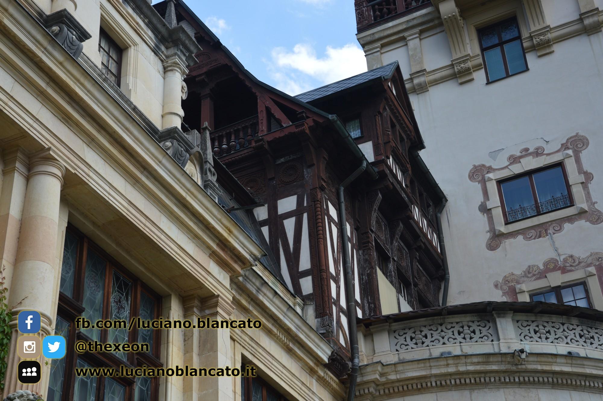 Bucarest - Peleș Castle - Castelul Peleș - cortile