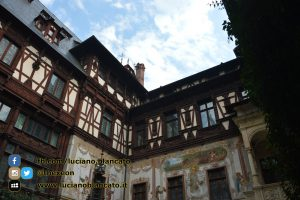 copy_1_Bucarest - Peleș Castle - Castelul Peleș - cortile