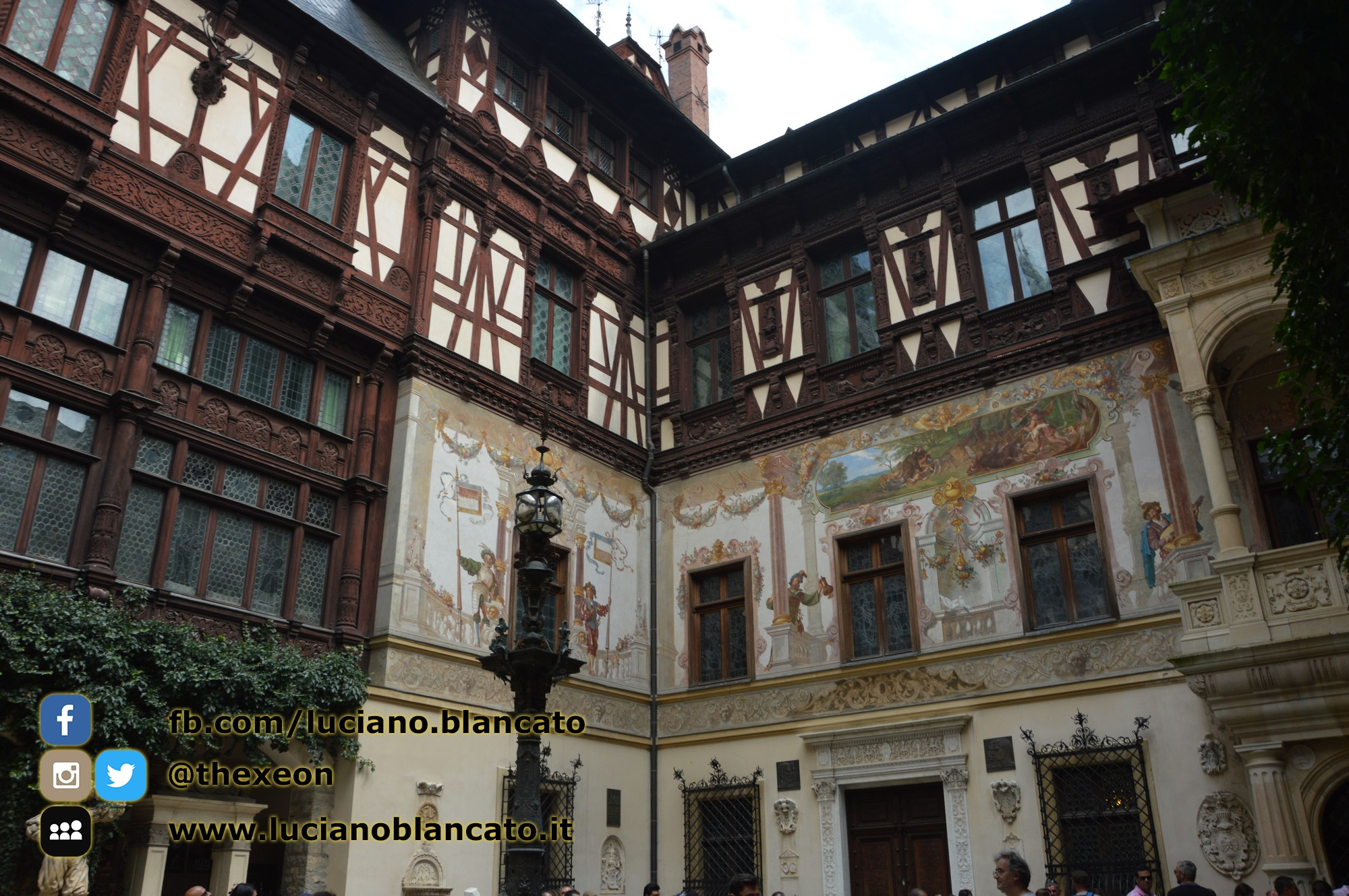copy_Bucarest - Peleș Castle - Castelul Peleș - cortile
