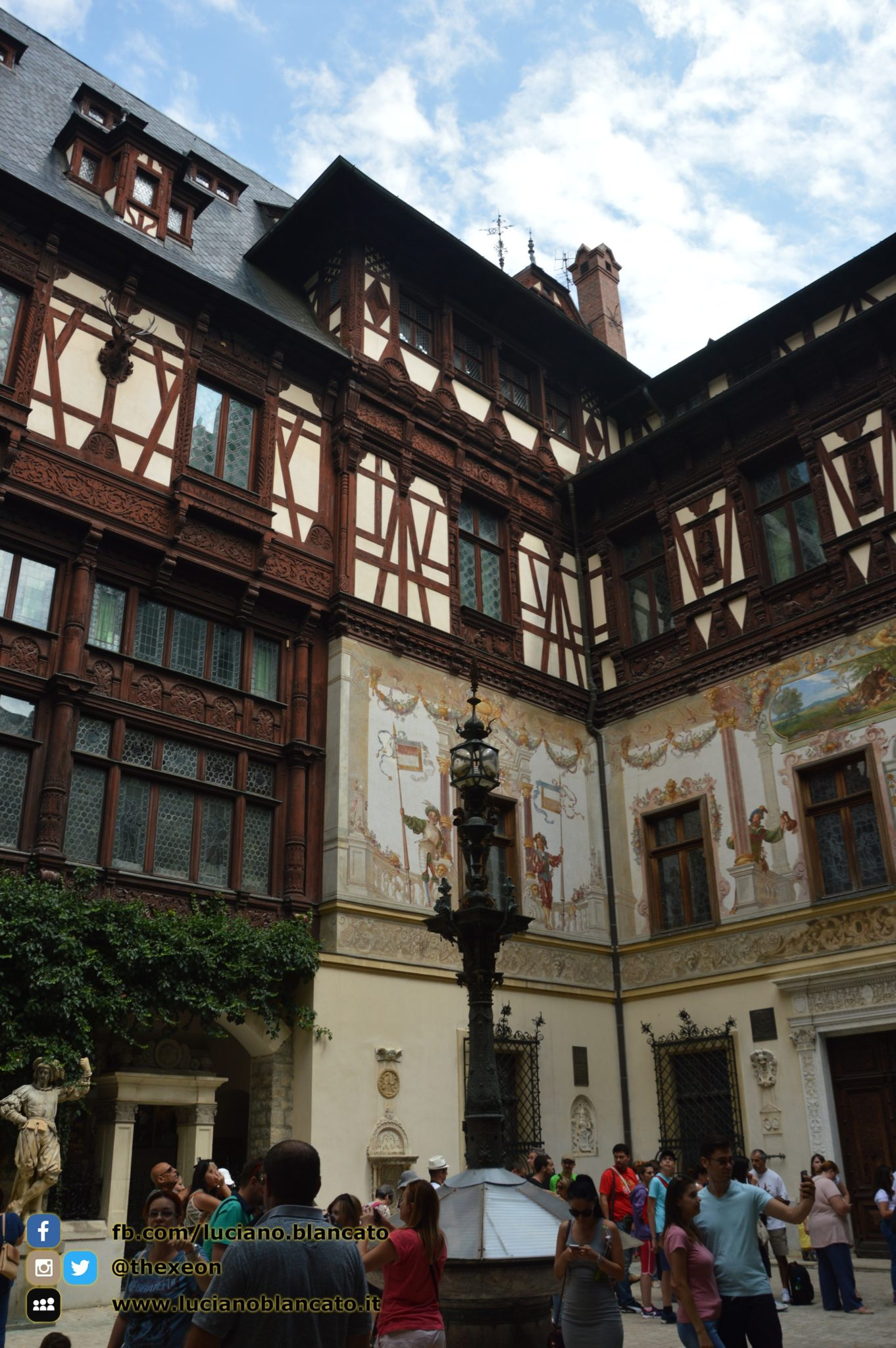 copy_3_Bucarest - Peleș Castle - Castelul Peleș - cortile