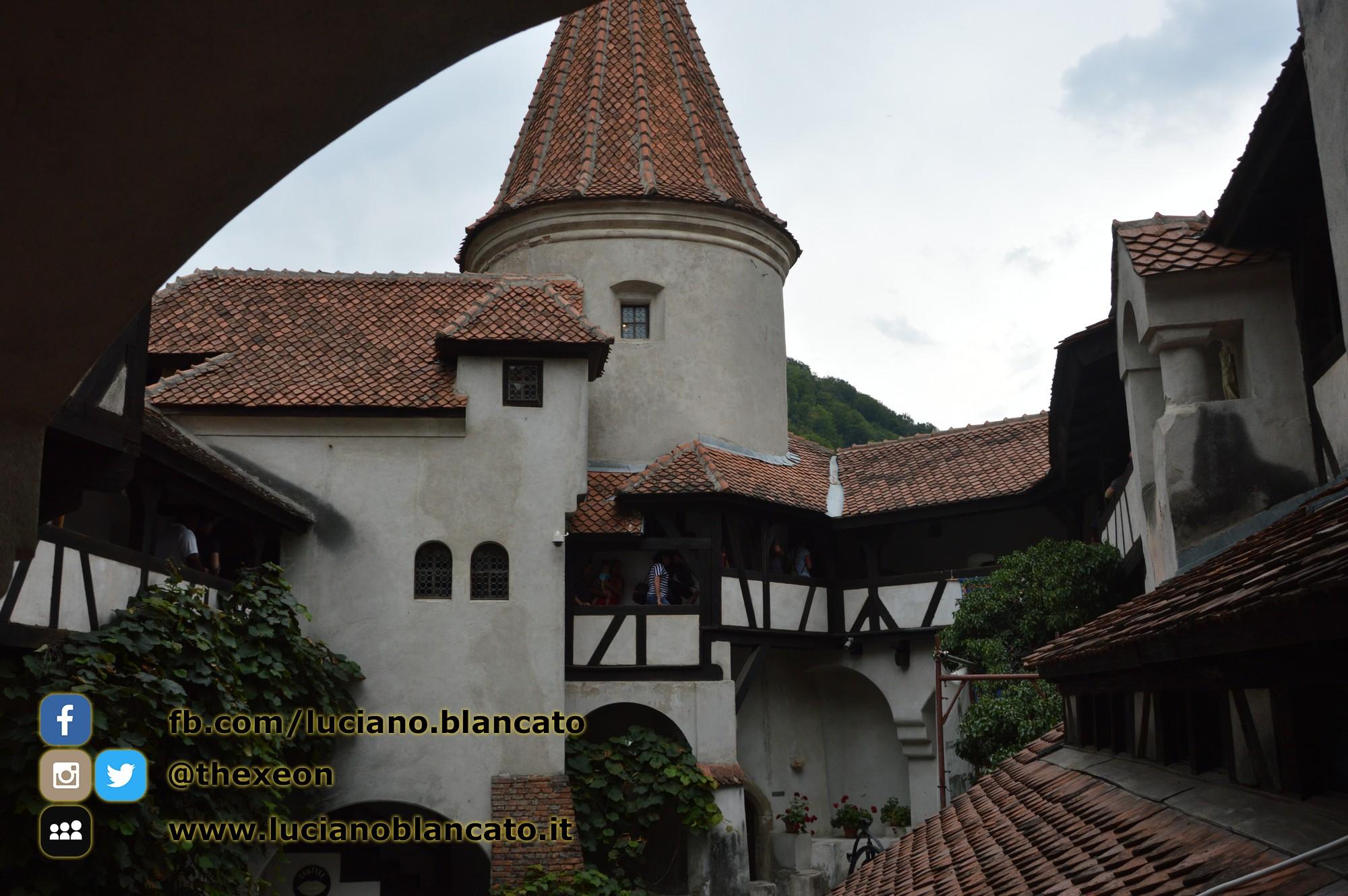 copy_12_Bucarest - Castello di Bran - Cortili interni