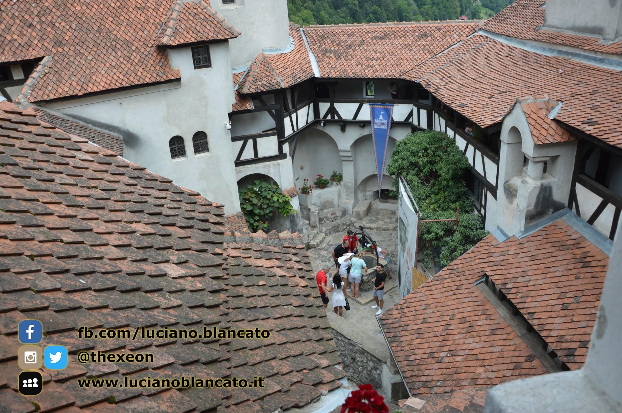 copy_9_Bucarest - Castello di Bran - Cortili interni