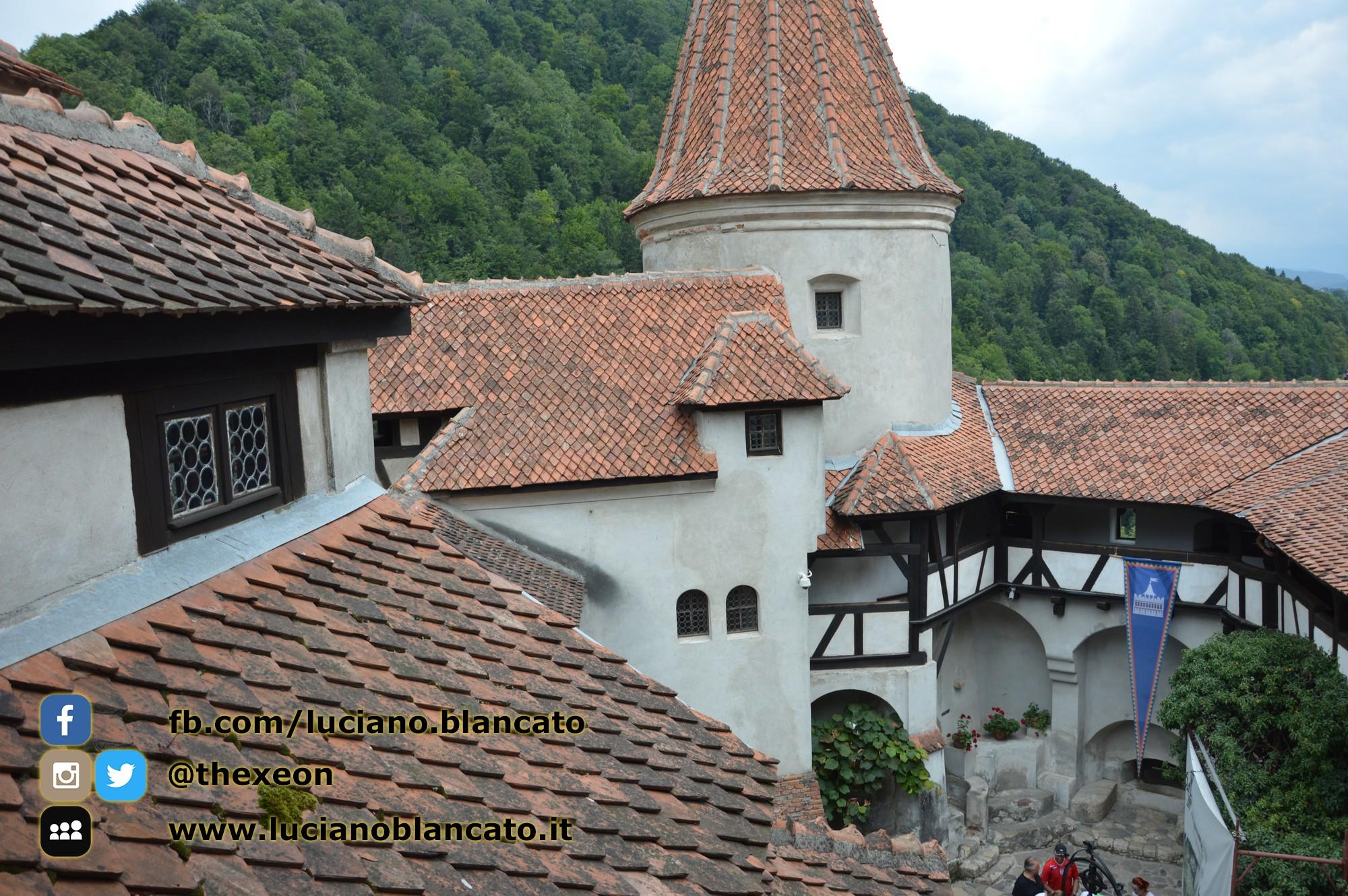 copy_8_Bucarest - Castello di Bran - Cortili interni