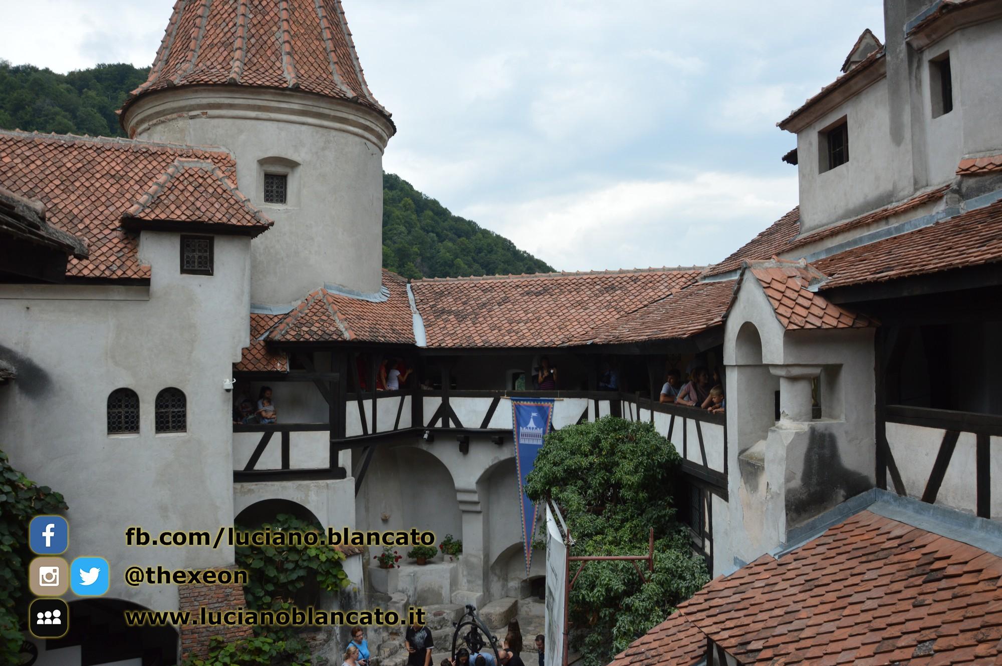 copy_Bucarest - Castello di Bran - Cortili interni