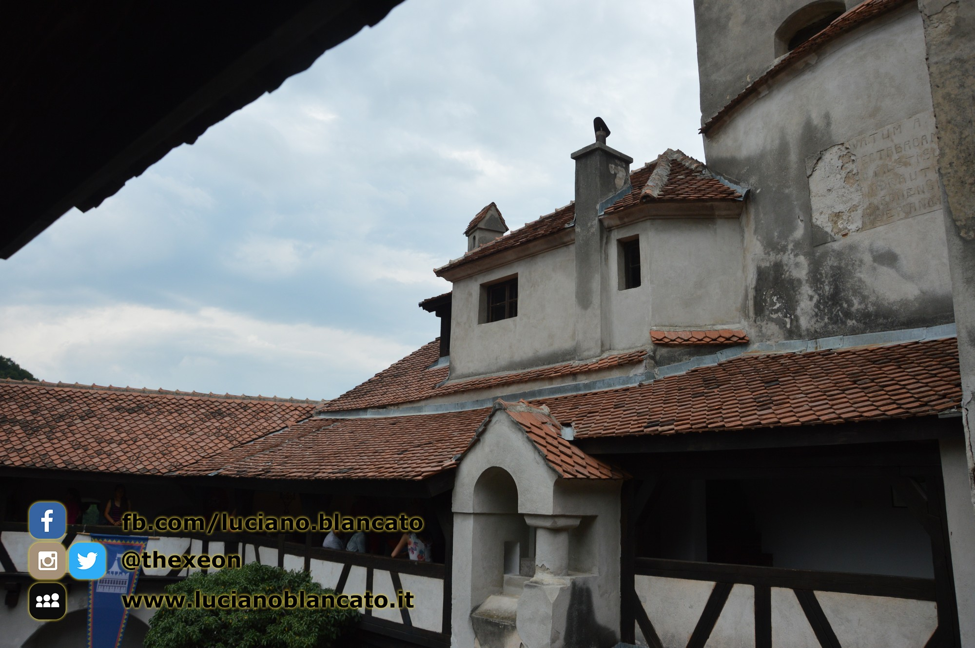 Bucarest - Castello di Bran - Viste interne/cortile