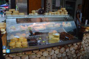 Bucarest - Mercatino con prodotti tipici