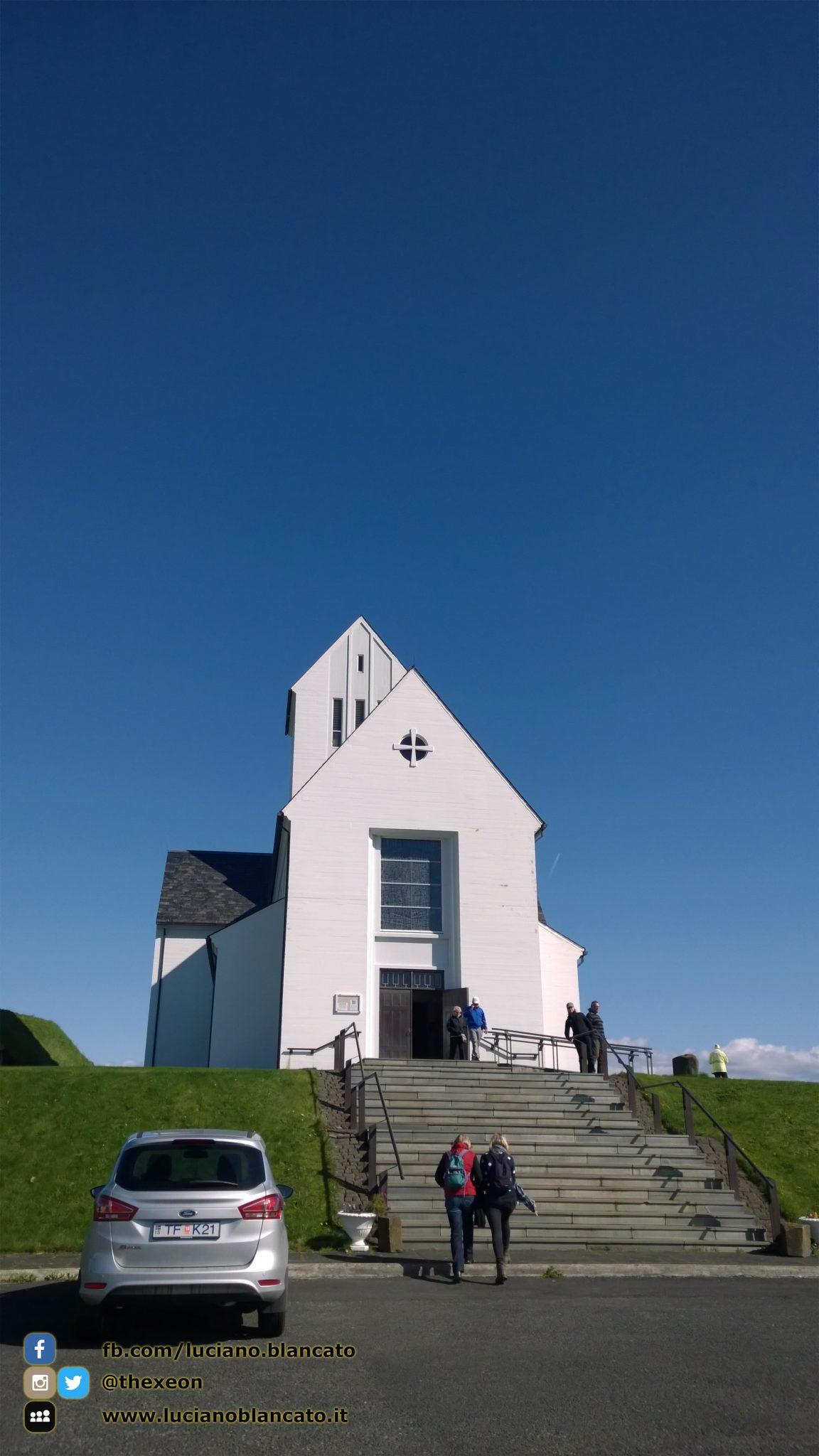 Iceland - paesaggi a nord di Reykjavík - chiesa