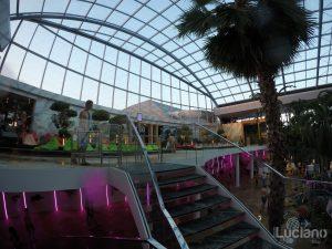Terme di Bucarest intreno, copertura piscina centrale - Therme Bucuresti