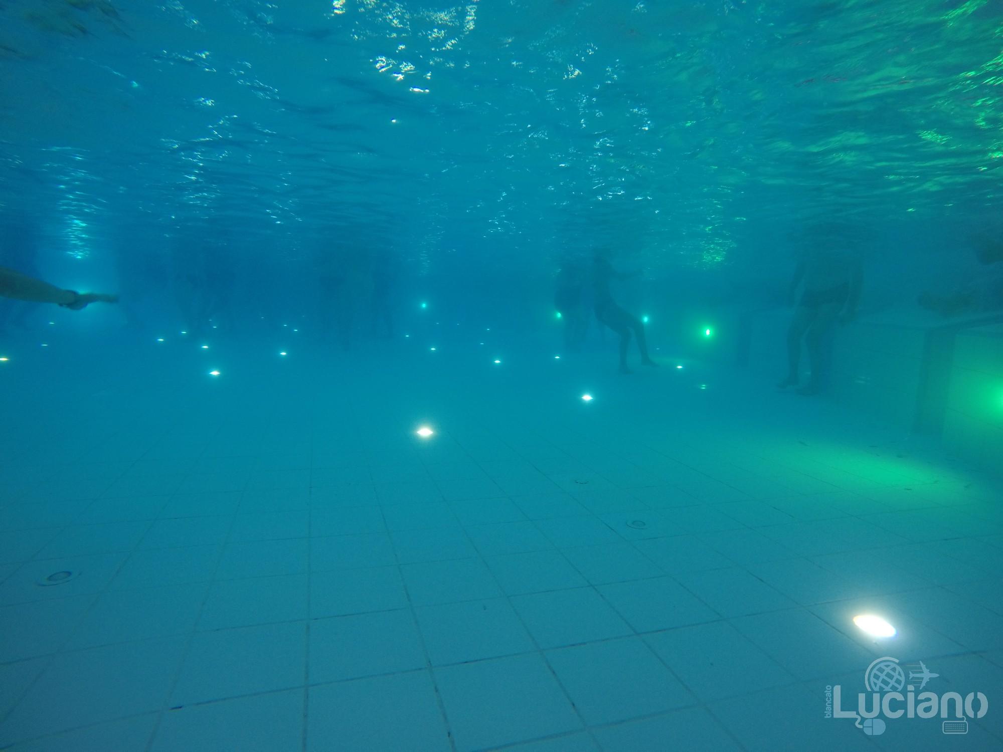 Terme di Bucarest intreno piscina centrale - Therme Bucuresti