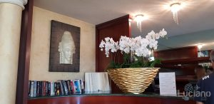 Grand Hotel - Minareto - ingresso con orchidee bianche