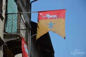 In giro per Feltre - bandiera Palio - Veneto