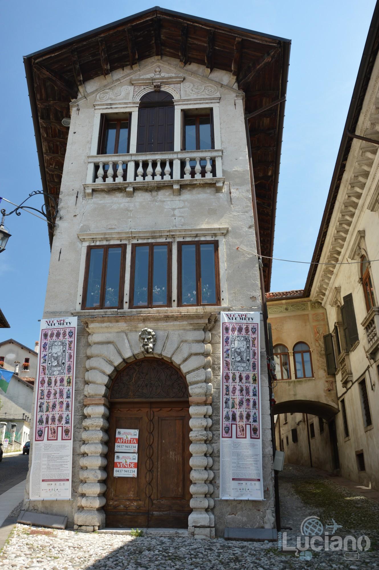 In giro per Feltre (angolo Via De Beccherie) - Veneto