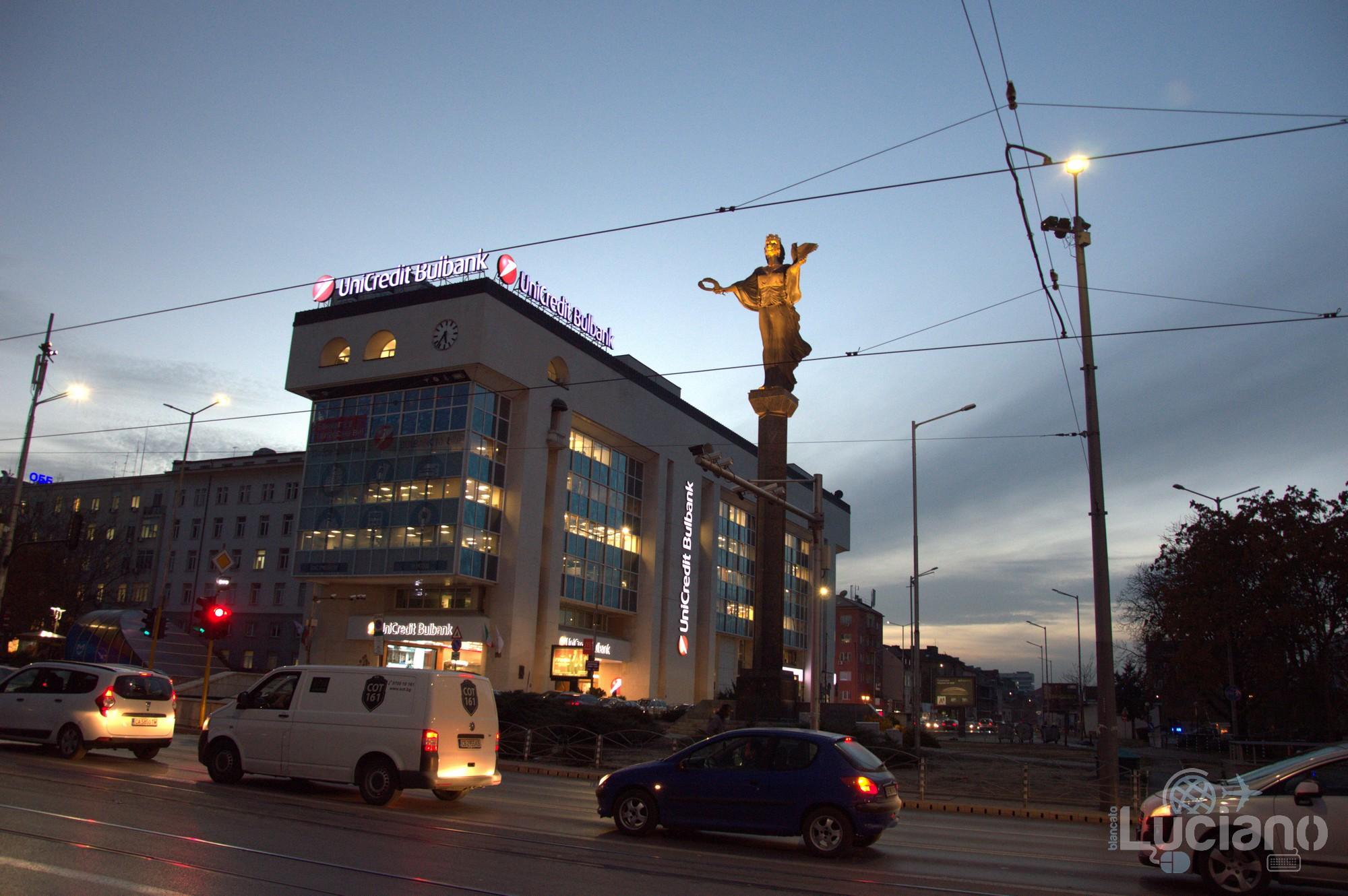 In giro per Sofia - statua di Santa Sofia - Bulgaria