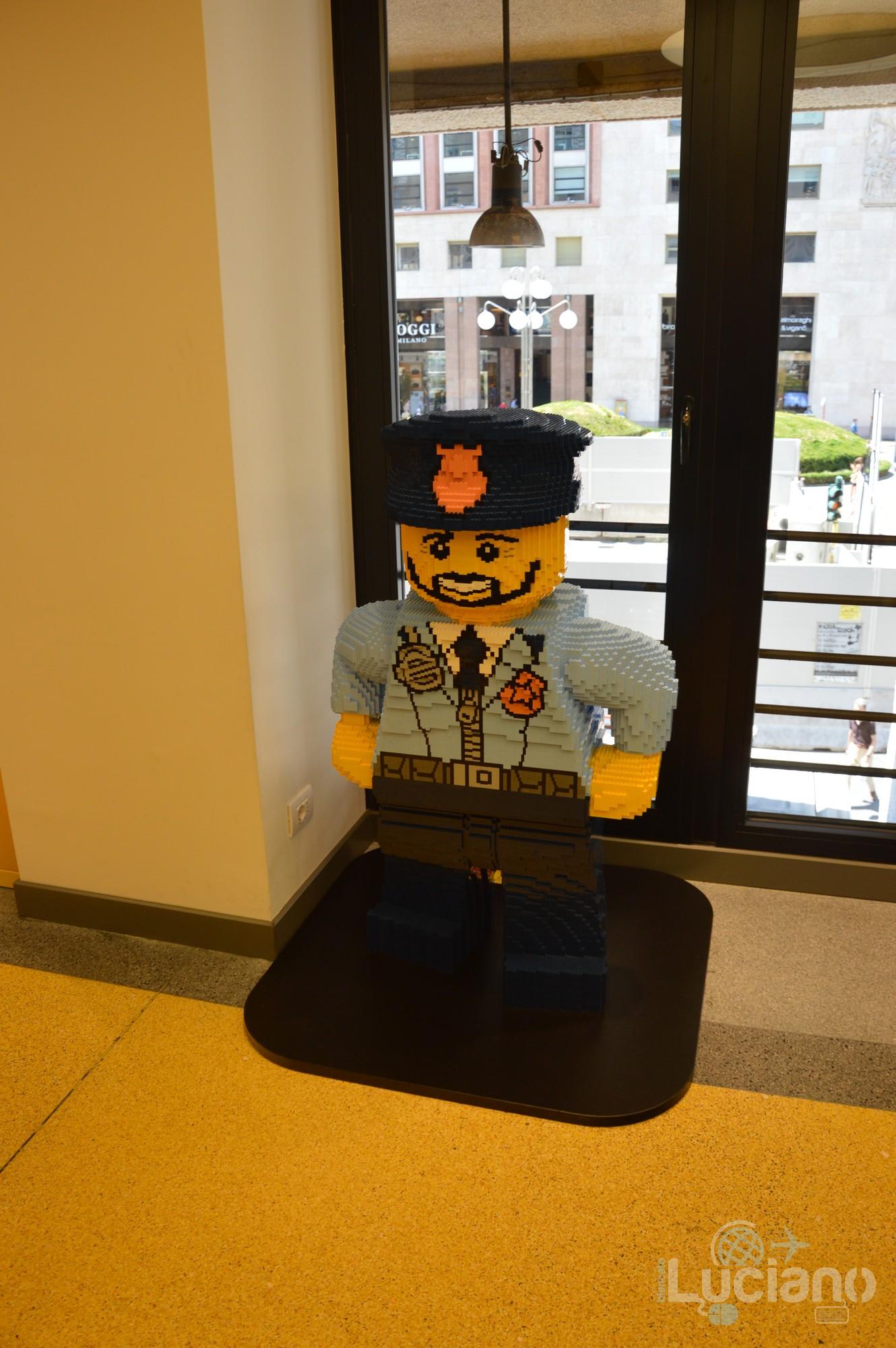 Lego Store - Modellino POLICY MAN - Milano - Lombardia - Italia