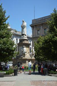 Monumento a Leonardo da Vinci - Piazza della scala - Milano - Lombardia - Italia