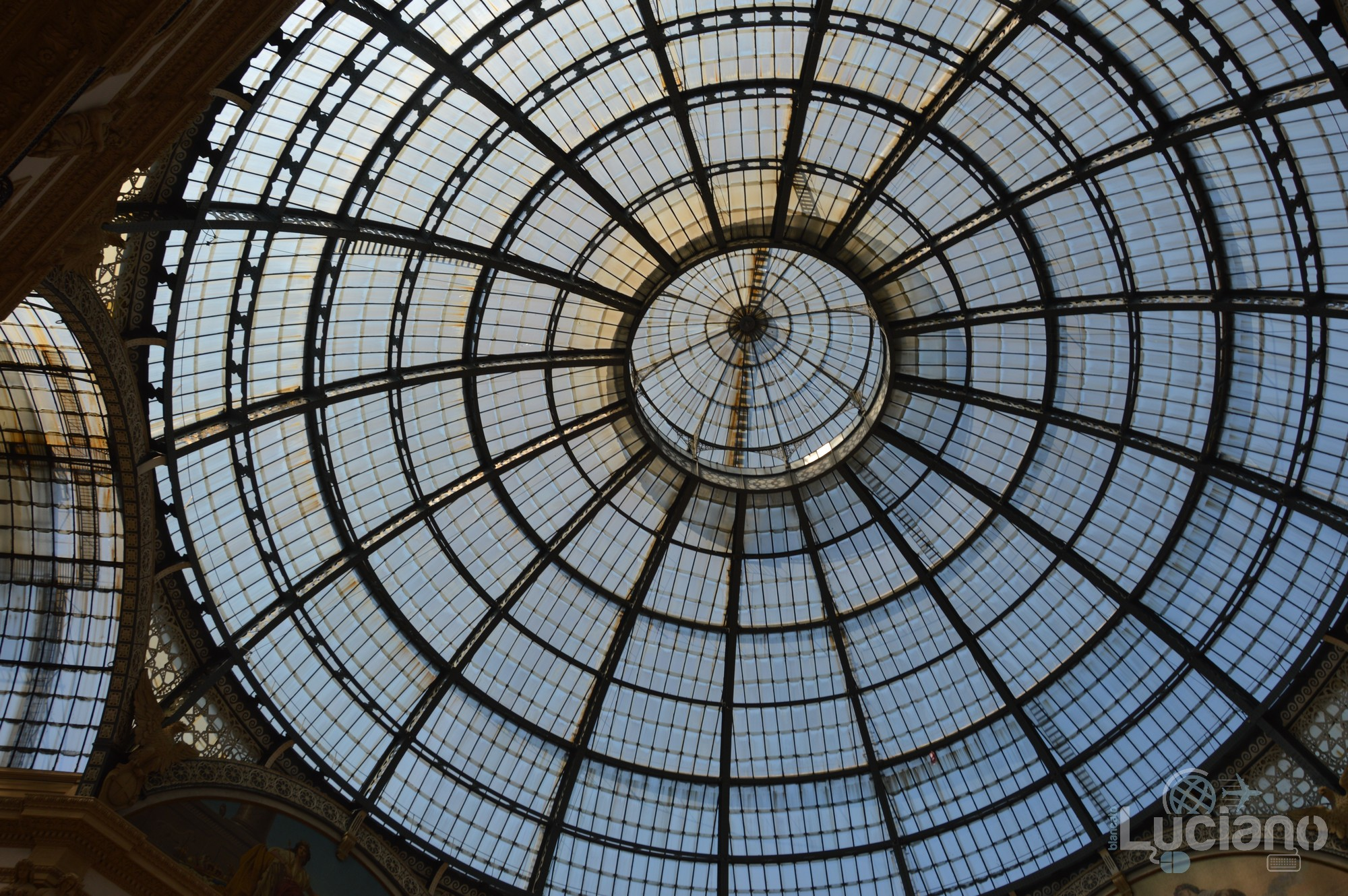 Cupola - Galleria del Corso di Milano è un passaggio coperto che collega corso Vittorio Emanuele II con piazza Beccaria - Milano - Lombardia - Italia