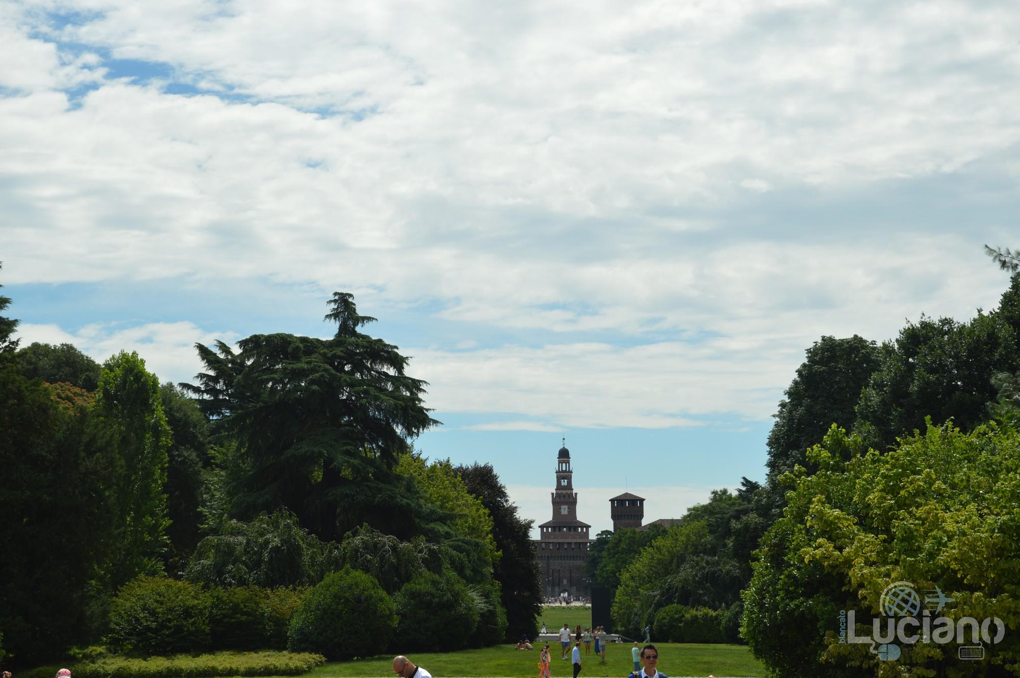 Milano, vista castello sforzesco dal parco sempione - Lombardia - Italia