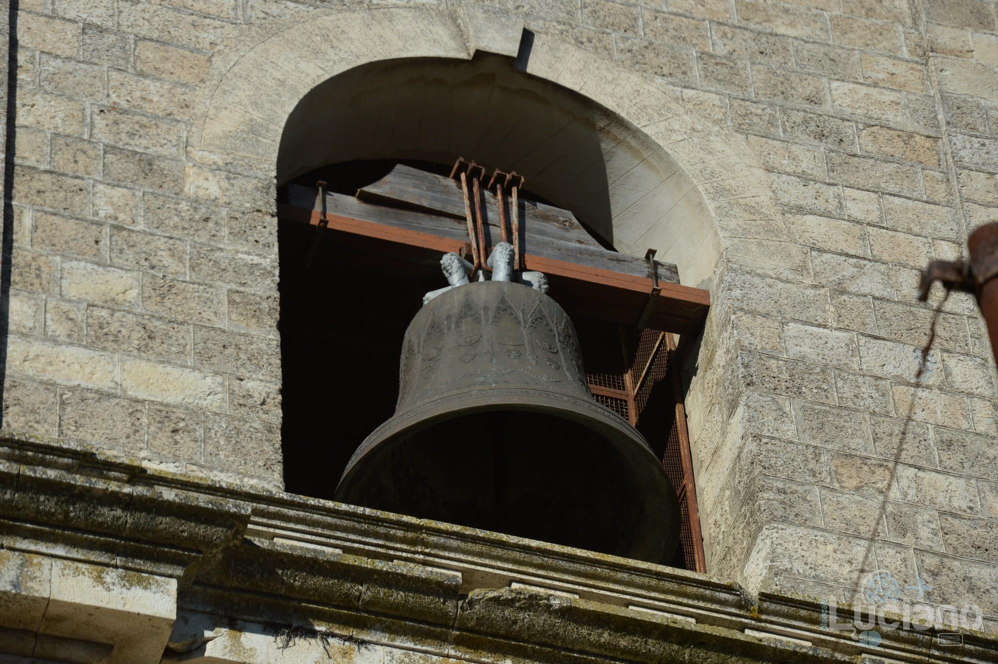 Campanile della Chiesa Matrice (dettaglio compana) nel borgo di Petralia Soprana - Palermo -  I Borghi più belli d'Italia - Borgo più bello d'Italia 2018