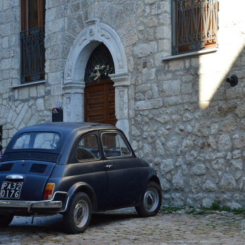 Una fiat 500 lungo le vie di Petralia Soprana - Palermo - I Borghi più belli d'Italia - Borgo più bello d'Italia 2018