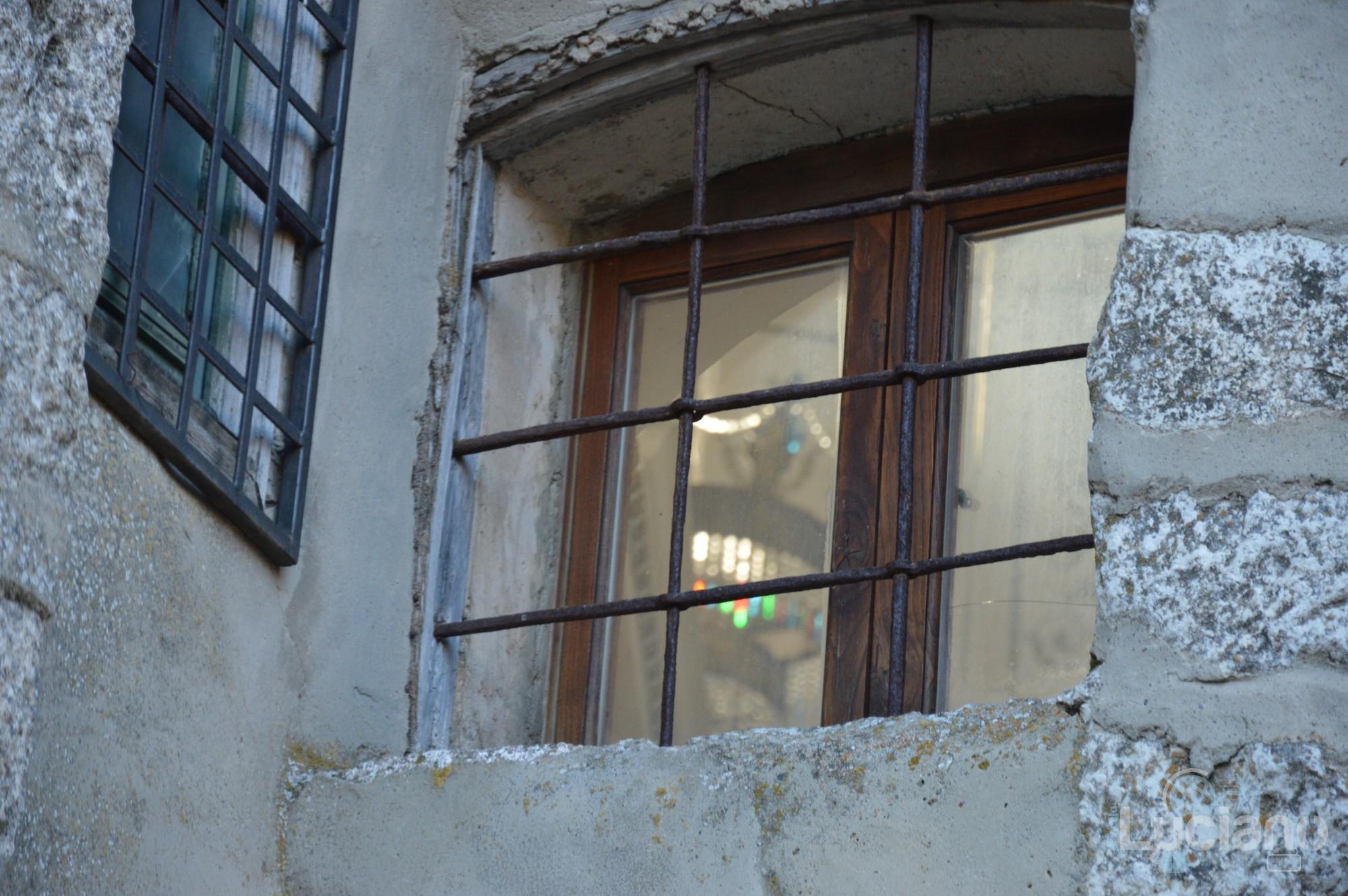 In giro per il borgo di Petralia Soprana (dettaglio finestra chiesa) - Palermo -  I Borghi più belli d'Italia - Borgo più bello d'Italia 2018