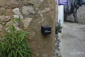 Posacenere alternativo per i vicoli del Farm Cultural Park a Favara (AG)