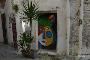 Dettaglio porta d'ingresso presso il Farm Cultural Park a Favara (AG)