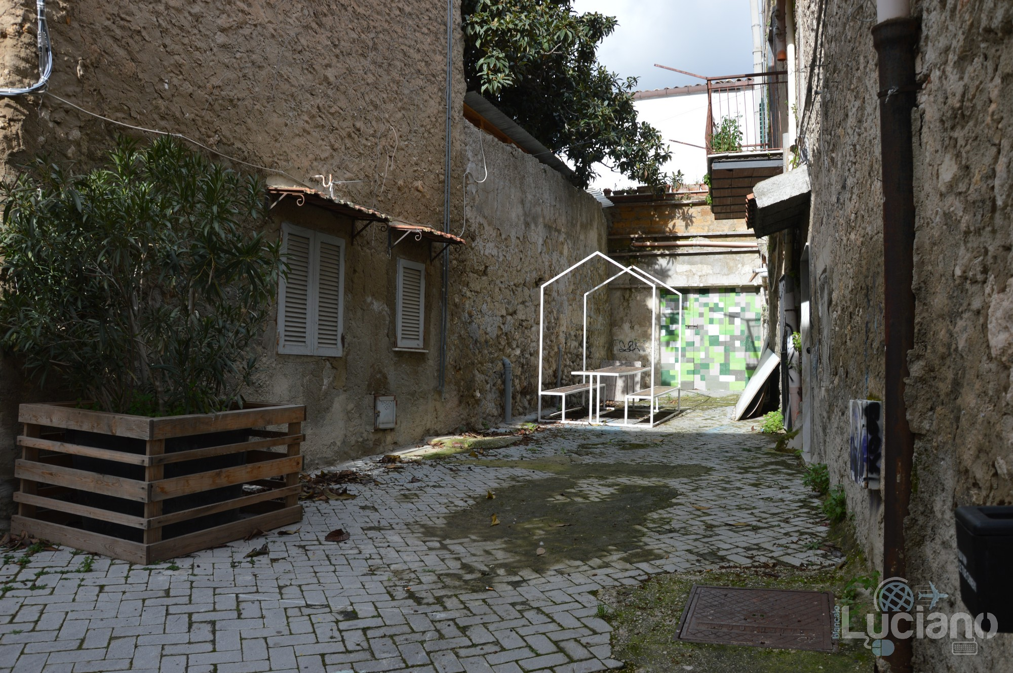 per le vie del Farm Cultural Park a Favara (AG)