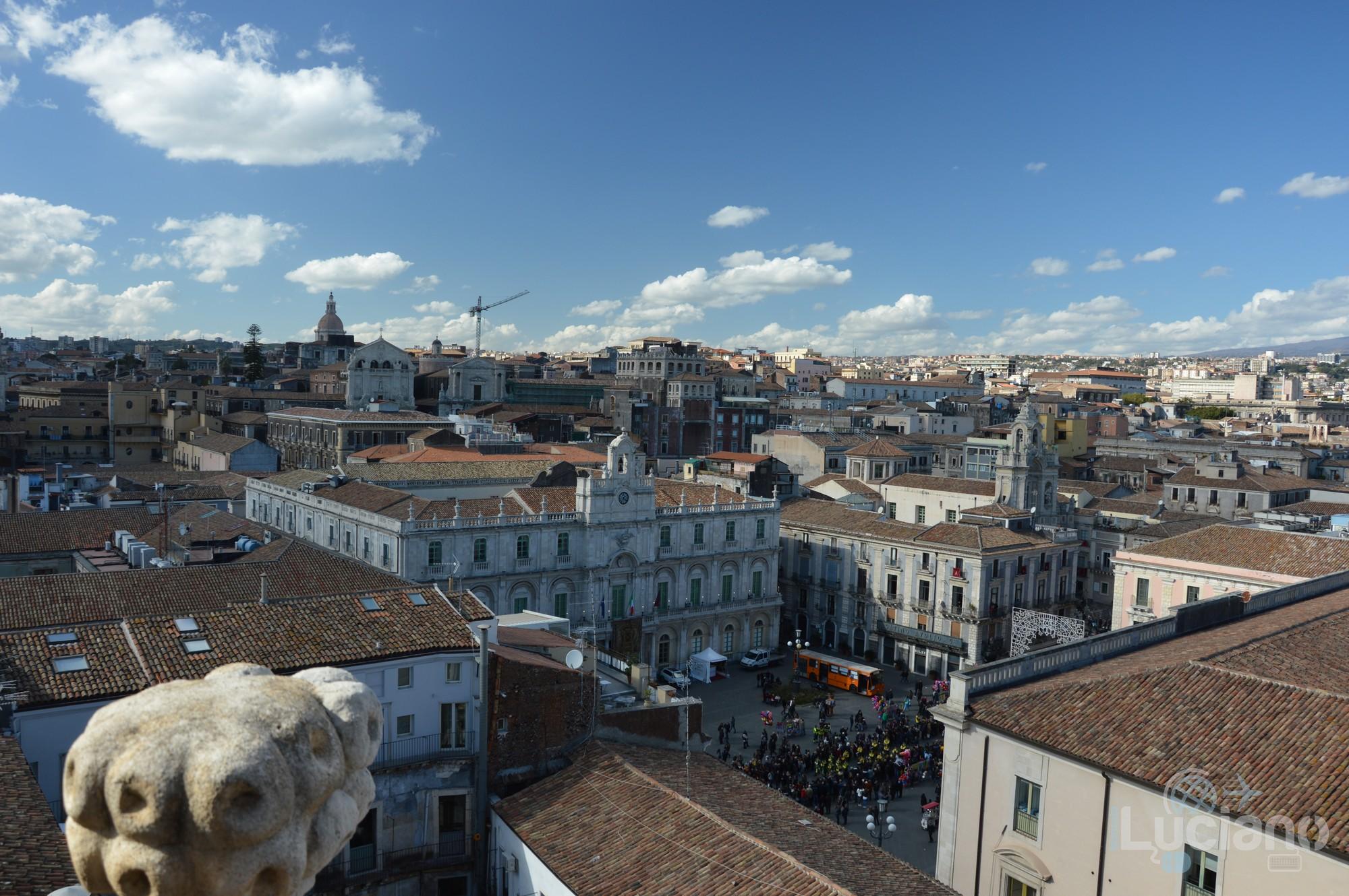 Vista di piazza università e dei tetti della città dalla Chiesa della Badia di Sant'Agata, durante i festeggiamenti per Sant'Agata 2019 - Catania (CT)