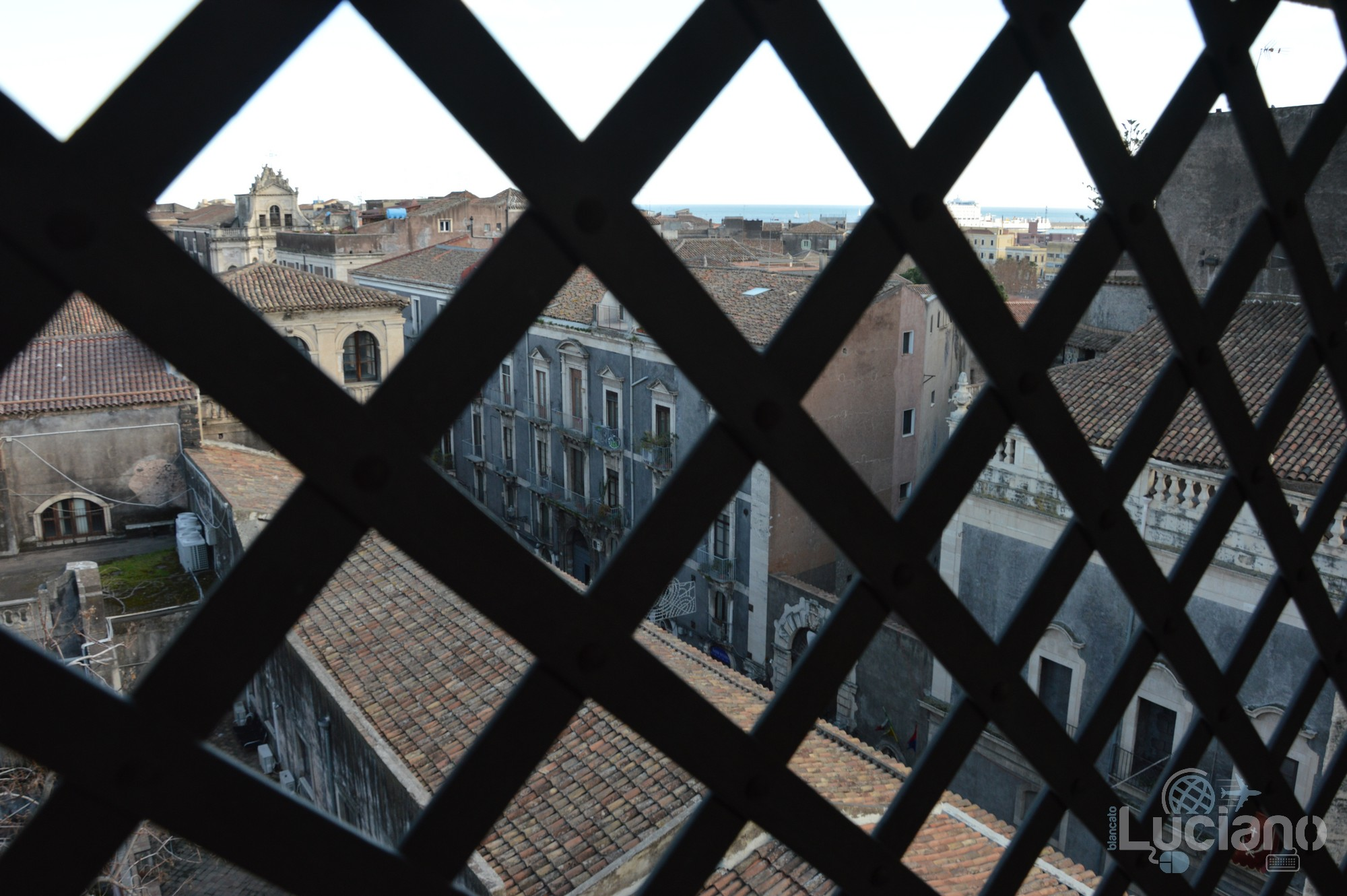 Vista dei tetti di Catania, salendo per la cupola della Chiesa della Badia di Sant'Agata, durante i festeggiamenti per Sant'Agata 2019 - Catania (CT)