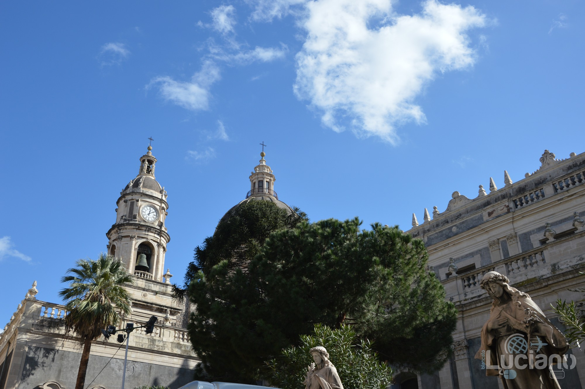 dettaglio laterale del duomo, durante i festeggiamenti per Sant'Agata 2019 - Catania (CT)