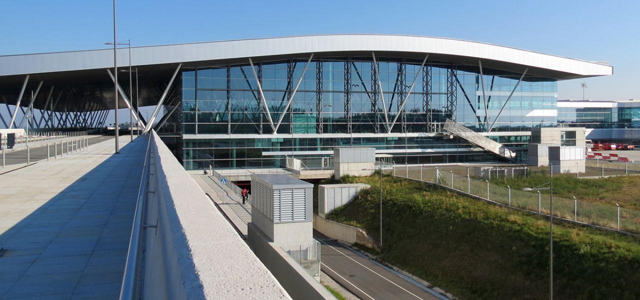 Come andare dall'aeroporto di Santiago de Compostela (SCQ) al centro
