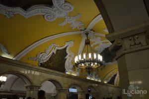 Komsomol'skaja (in russo: Комсомо́льская) è una stazione della linea circolare Kol'cevaja della Metropolitana di Mosca - Metro 5 di colore Marrone;