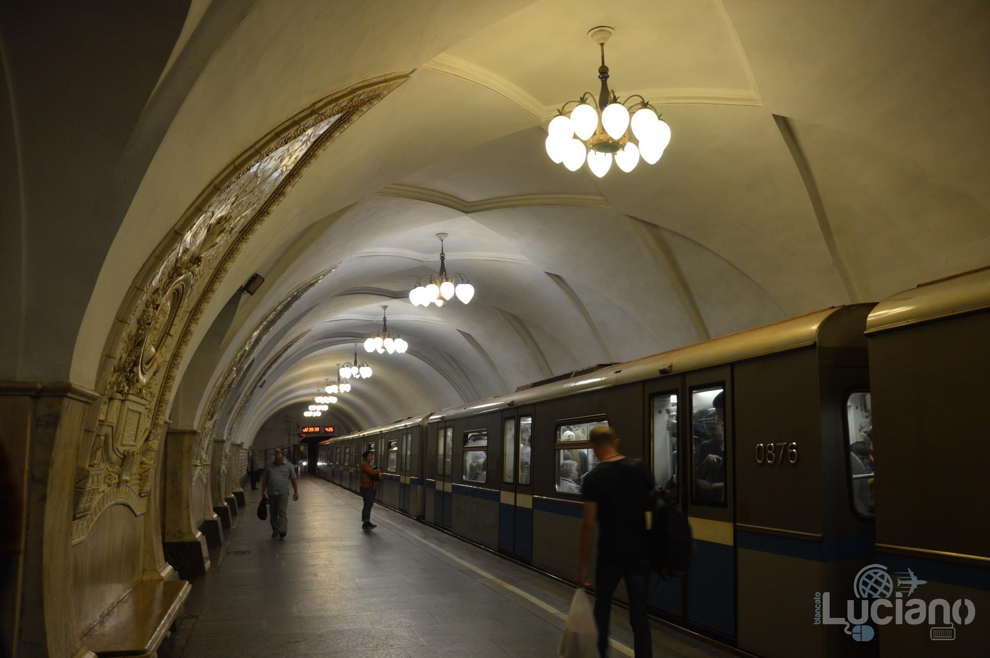 Taganskaja (in russo: Таганская) è una stazione della linea circolare Kol'cevaja - Linea 5 - della Metropolitana di Mosca (colore marrone).