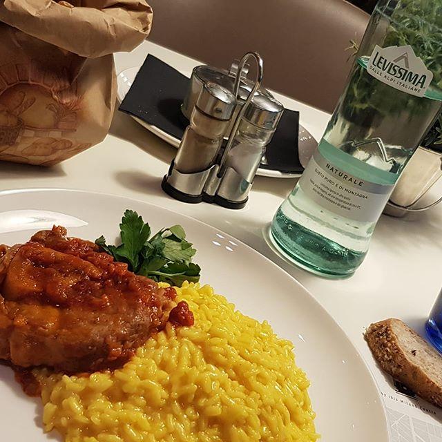 Passando per #Milano, non potevo non mangiare un piatto tipico! #lineaunobistro #lineauno #ibismilanocentro #ibis #hotel #milano #citylife #travel #travelblogger #thexeon #milan #trip #lovetrip #design #elegant #hotellife #style #travelguide - from Instagram