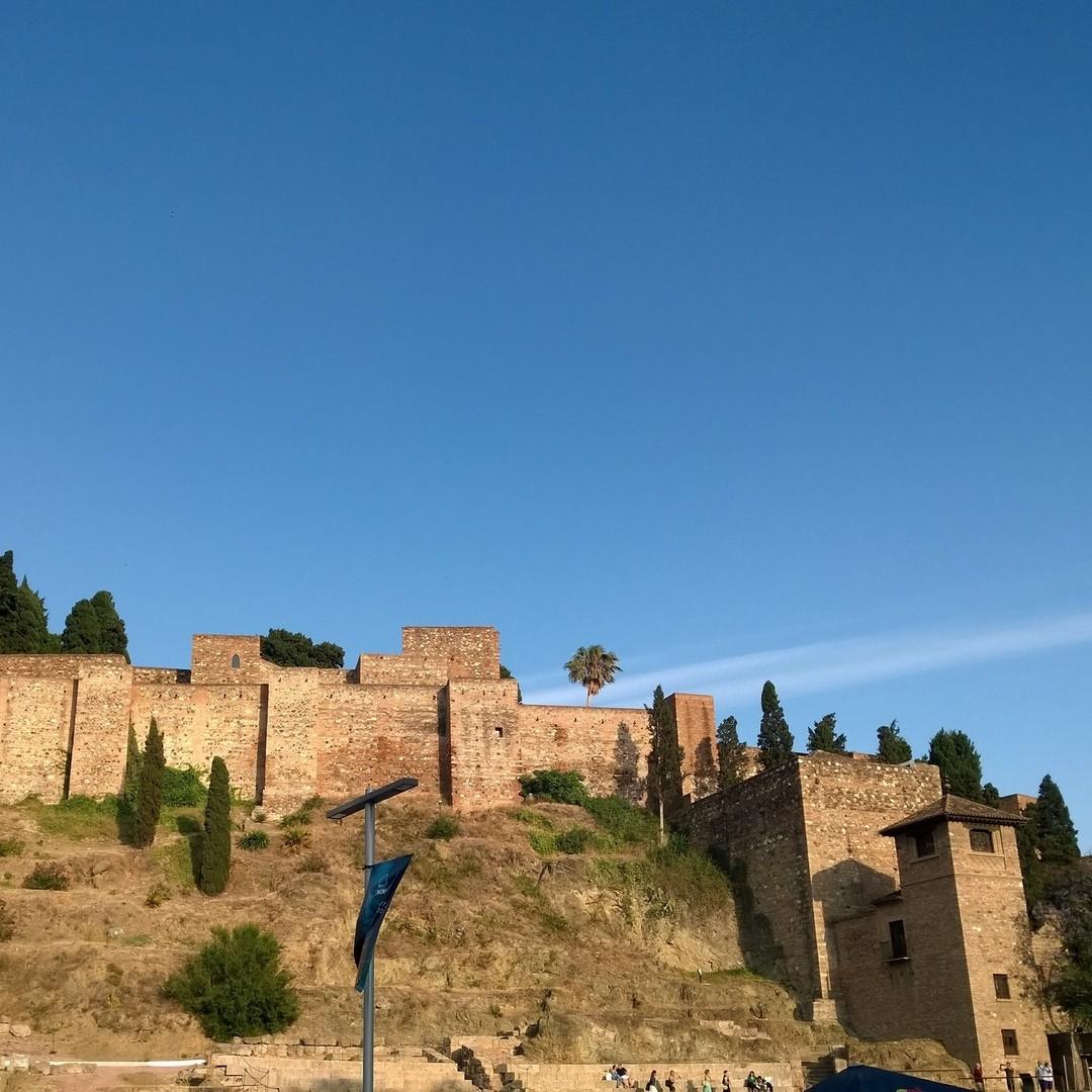 Il Castello di Gibralfaro o alcázar di Gibralfaro è una fortificazione araba della città spagnola di Malaga. Prende il nome dall'omonimo monte in cui si trova che a sua volta prende il nome dal fenicio: Jbel-Faro: monte del faro. Fu una delle fortezze più inespugnabili della penisola iberica.#latergram #instagram #thexeon #travel #travelphotography #travelblogger #malaga #spagna #Gibralfaro #war #fortezza #storia #picsoftheday #like4like #likeforlikes #spain #andalucia #costadelsol #marbella #espa #sevilla #benalmadena #malagaspain #torremolinos #love #granada #photography #estepona #valencia #malagacentro - from Instagram